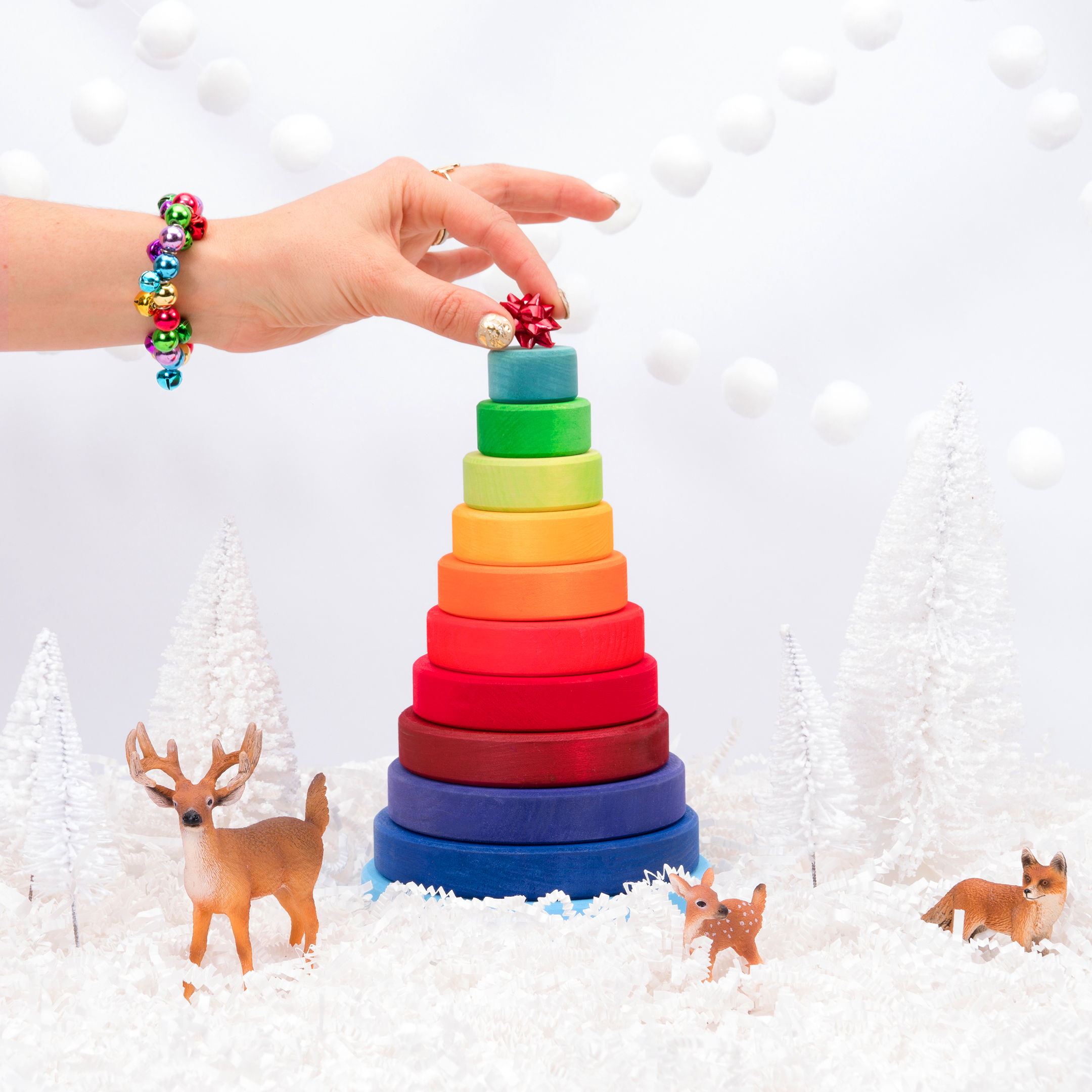 2017_BROADSWORD_XMAS_FACEON_TOYS_PYRAMID